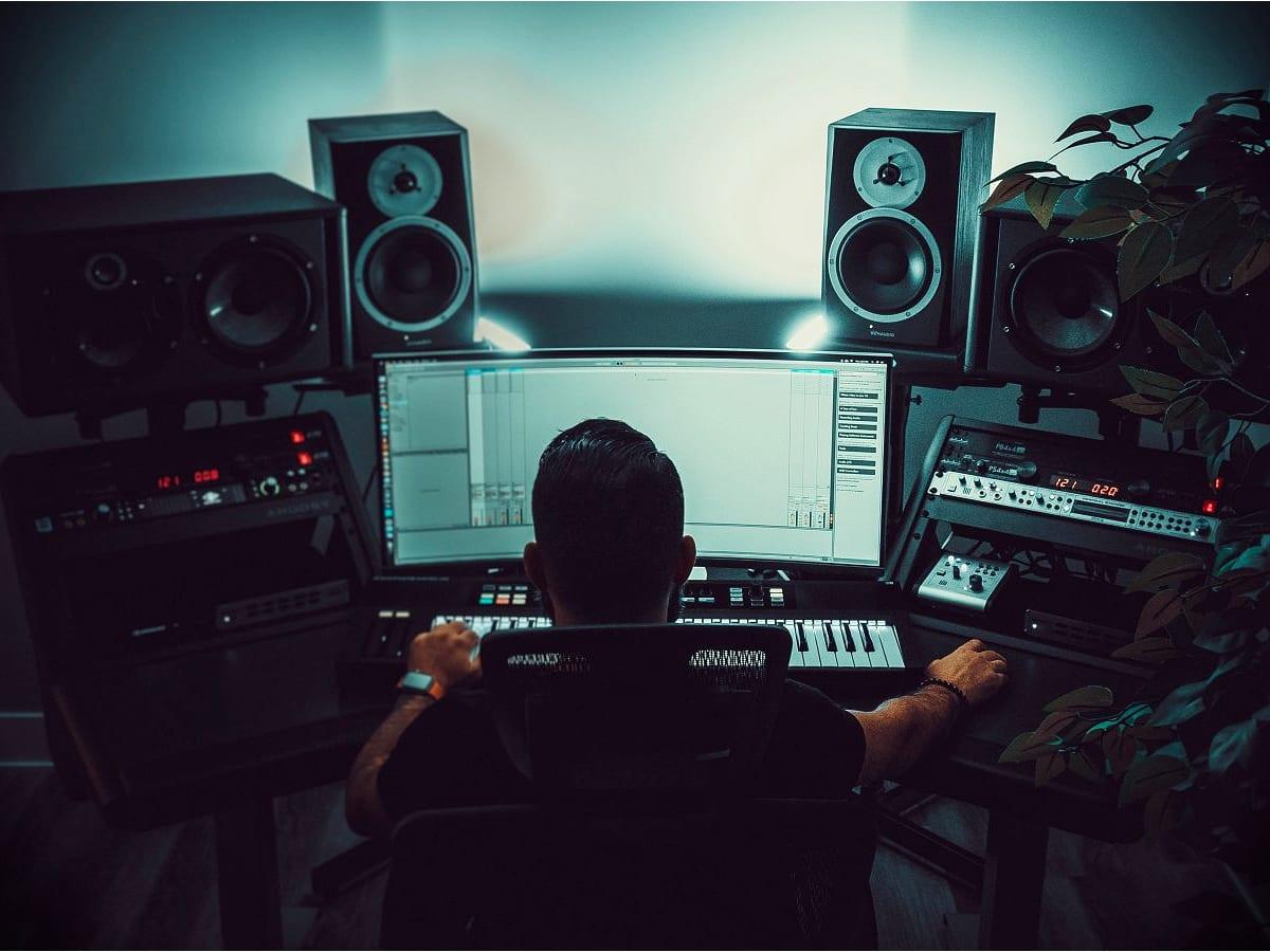 mix feedback home studio